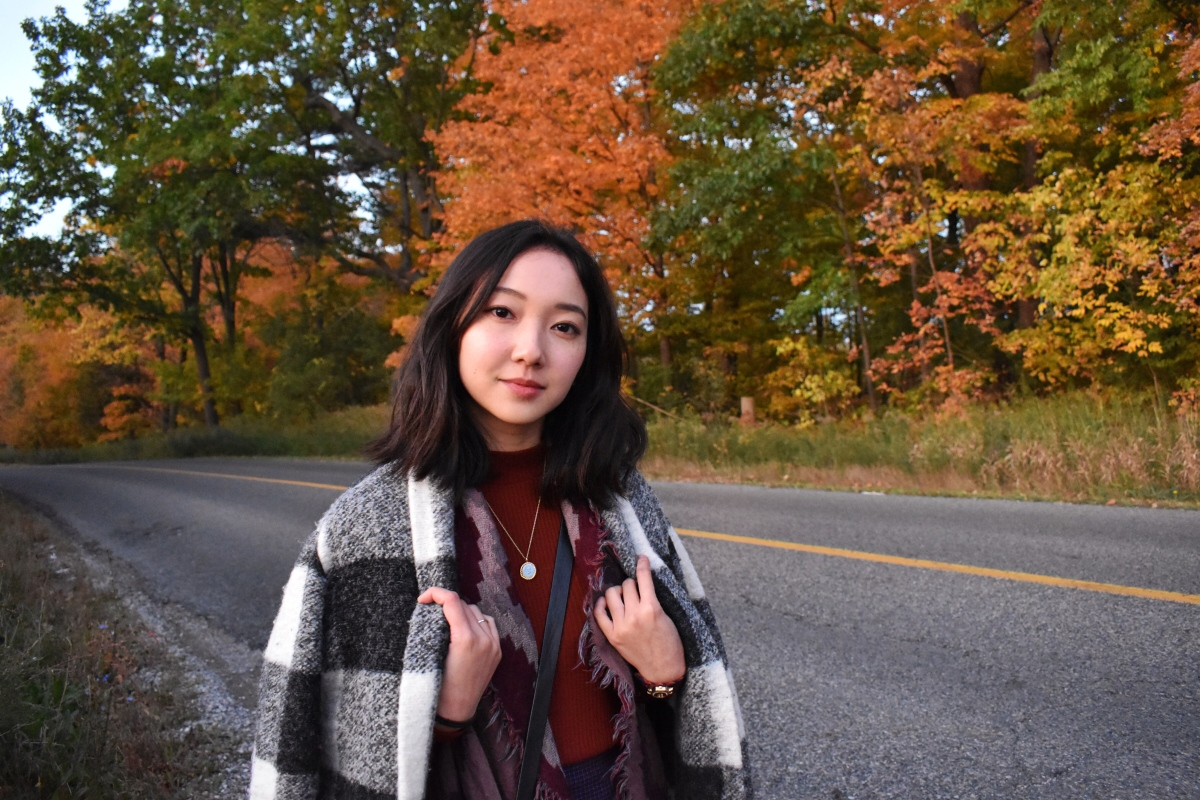Outfit post by all this pretty fall foliage and colour. Wearing the Neelam jacket by Aritzia, wilfred diamond mosaic triangle, Maje coin necklace and Uniqlo turtleneck.
