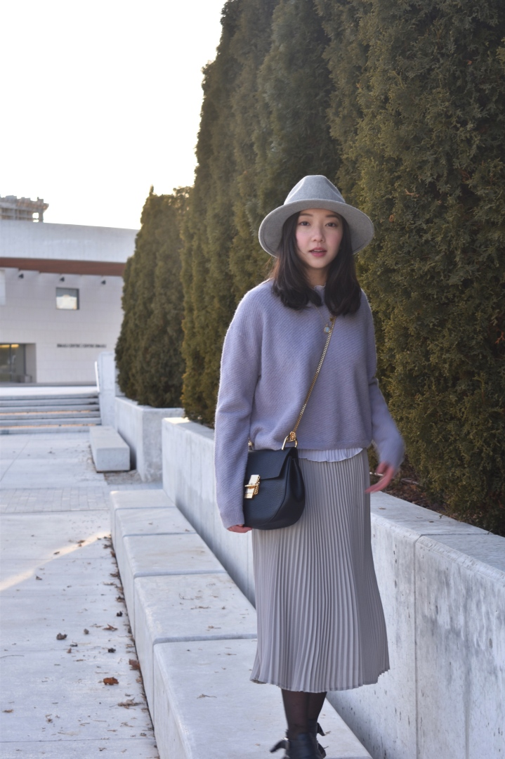 monochromatic outfit look
