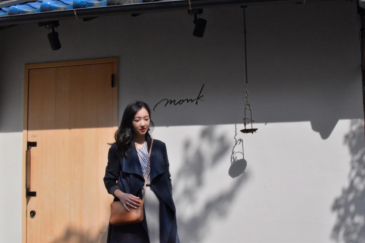 simple and clean outfit, minimal feminine style, japan style